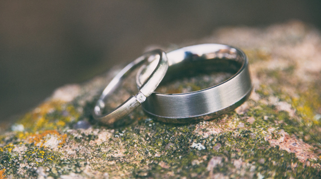 wedding rings sitting on rock