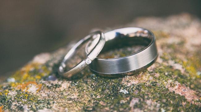 wedding rings sitting on rock